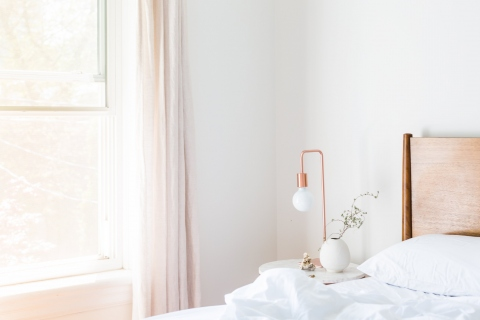 5 Simple Ways To Transform Your Bedroom Into A Relaxing Retreat